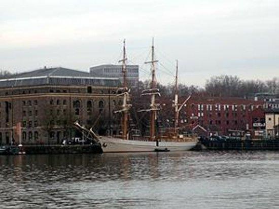 Brunel's SS Great Britain : River Avon quayside, Bristol. Unidentified sailing ship