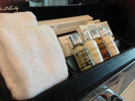 The Quincy Hotel by Far East Hospitality: bathroom