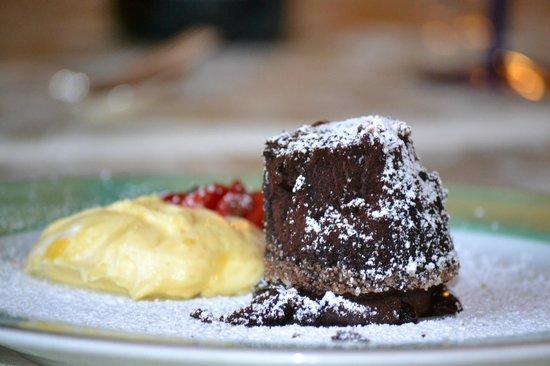 Palazzo Quaranta Hotel Ristorante: Tortino di cioccolato caldo con crema inglese