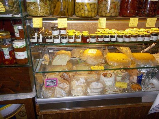 Vineria La Fraschetta: i formaggi e le confetture