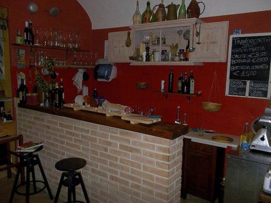 Vineria La Fraschetta: bancone mescita