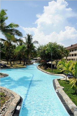 Amani Tiwi Beach Resort : pool