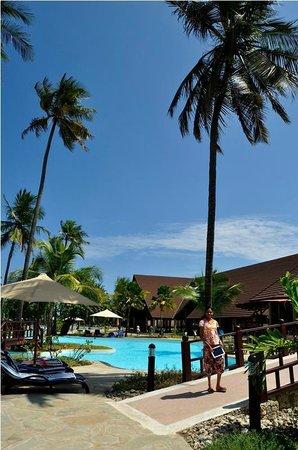 Amani Tiwi Beach Resort : pool view