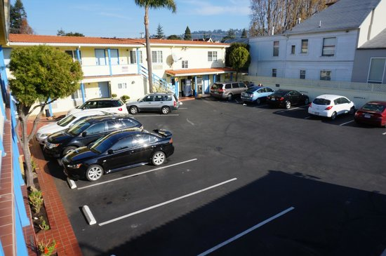 Super 8 Berkeley: Parking and main building