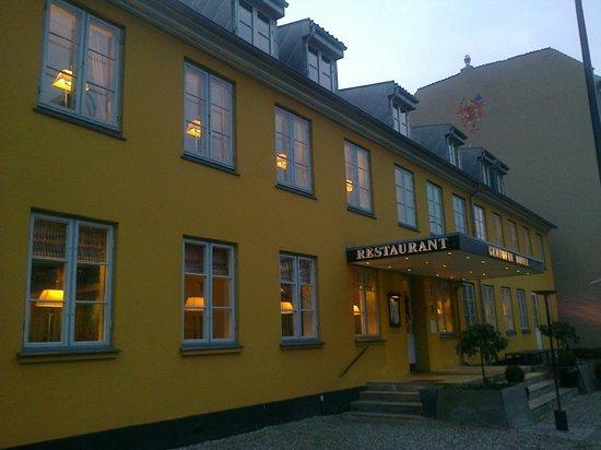 Gentofte Hotel: Front of hotel