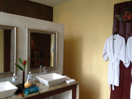 Hacienda San Jose Pachul: Bathroom