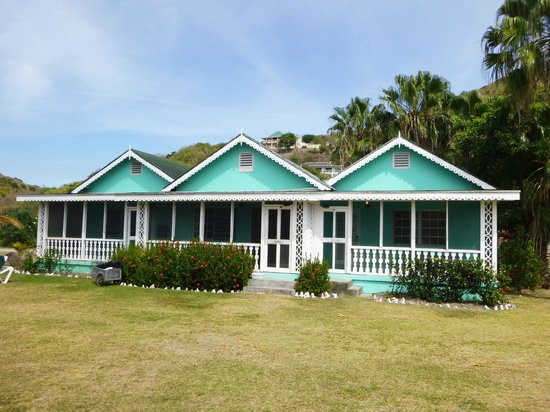Oualie Beach Resort : What the three-unit buildings look like