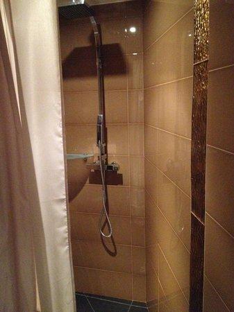 Hotel La Villa Cannes Croisette : Large shower for handicaps