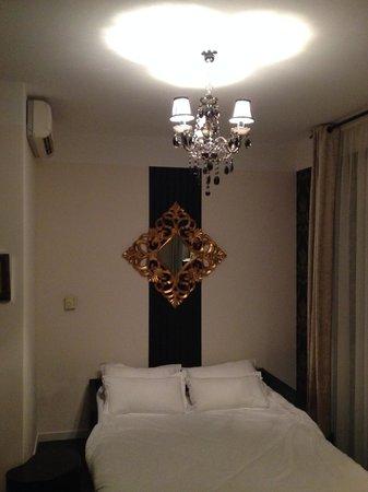 Hotel La Villa Cannes Croisette: Ceiling lamp