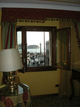Best Windows: Camera Interno a finestre chiuse