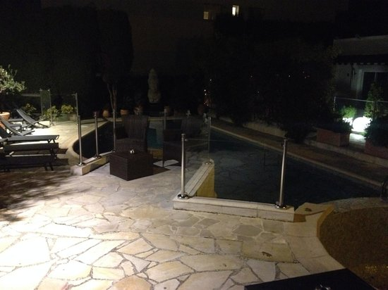 Hotel La Villa Cannes Croisette: Closed pool in winter