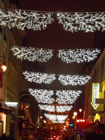 Opera Cadet Hotel: Rue Cadet Christmas lights