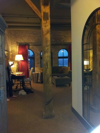 The Brewhouse Inn & Suites : Baron Suite from Door