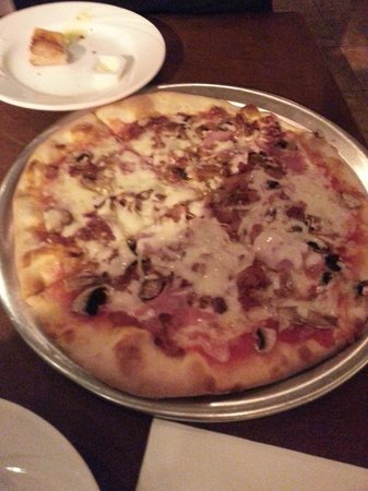 Abitino's Pizzeria: Ham, Mushroom and Extra Cheese Pizza