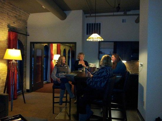 The Brewhouse Inn & Suites: Baron Suite kitchen