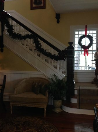 Biltmore Village Inn : Staircase Decorated
