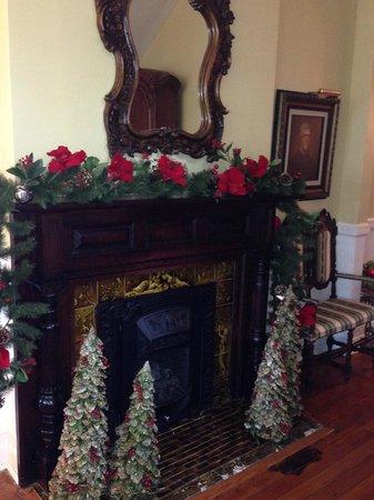 Biltmore Village Inn: Fireplace