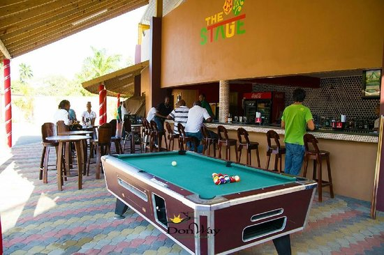 Ordinaire Donway, A Jamaican Style Village: Sports Bar Pool Table