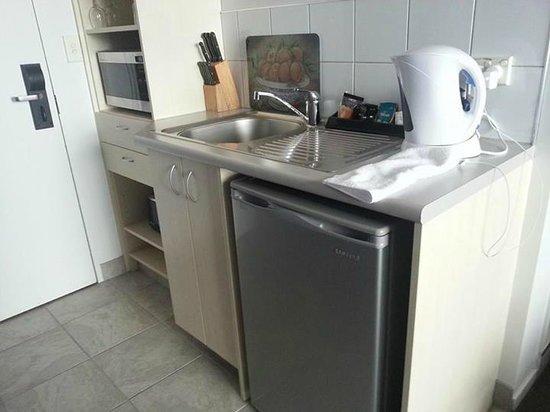Ibis Styles Invercargill : kitchen