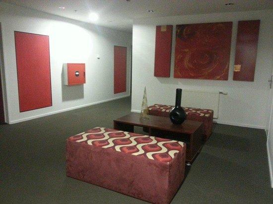 Ibis Styles Invercargill : lounge on the floor