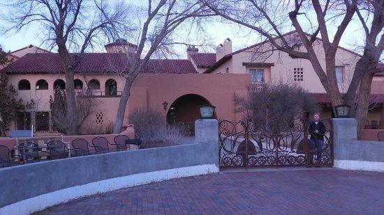 La Posada Hotel : La Posada's rail-side entrance
