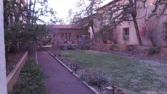 La Posada Hotel: La Posada sunken garden 4