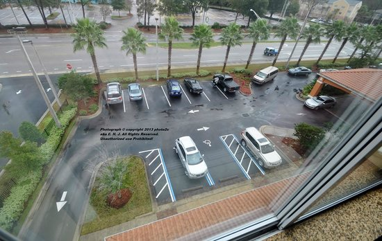Courtyard Jacksonville Orange Park: View of limited front parking
