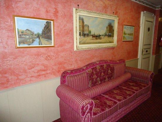Hotel Victoria au Lac: Коридор в викторианском стиле