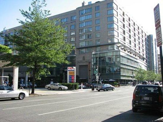 The Ritz-Carlton, Washington, DC: Street view