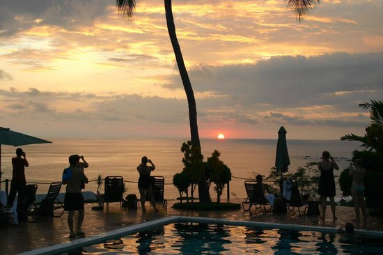 Hotel Costa Verde: Sunset from the main pool