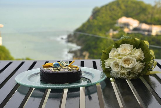 Banyan Tree Samui: complimentary stuff. quite a yummy cake actually