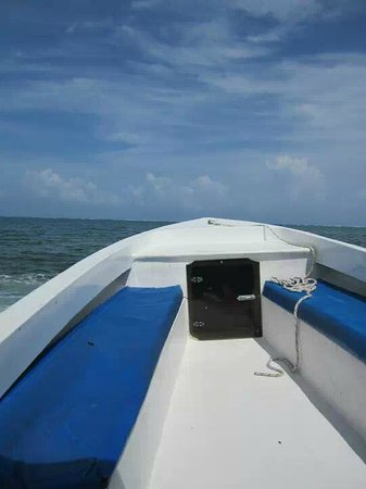 Belizean Shores Resort: The private boat pick-up from the water taxi to the hotel