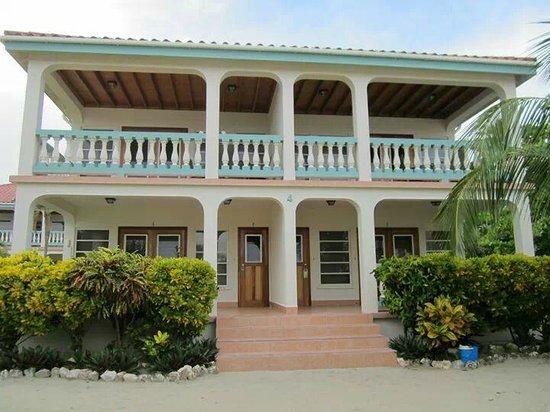 Belizean Shores Resort: Our building - 4 cabanas are in this building