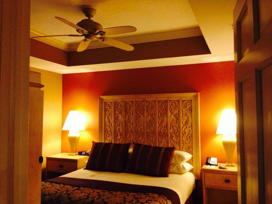 Bellasera Hotel: Our bedroom.