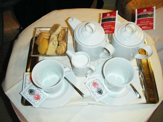 Duodo Palace Hotel : complimentry biscuits with our tea, same again later with our  coffee, very yummy!