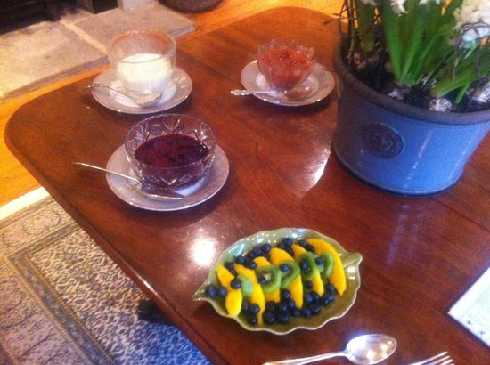Easby Hall: Breakfast fruit