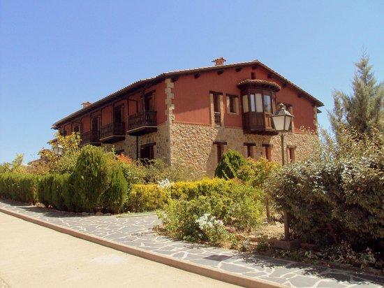 El Balcon de la Vera Hotel Restaurante: Vista lateral del hotel.
