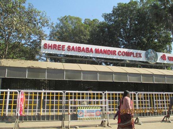 Sri Sai Baba Samadhi Mandir: Outside the samadhi mandir