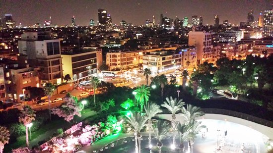 Hilton Tel Aviv : Balcony at night