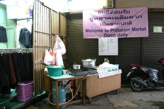 Pratunam Market: Market Workers Eatery
