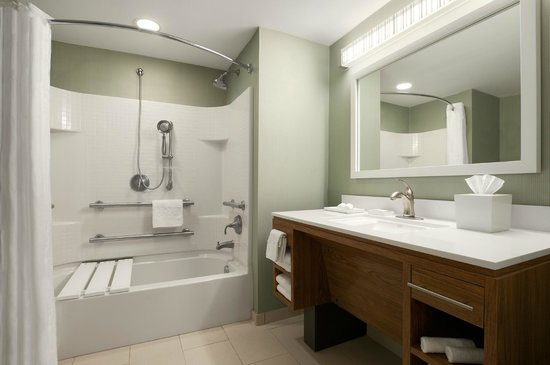 Home2 Suites by Hilton Jackson/Ridgeland: Accessible Guest Room Bathroom