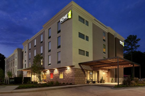 Home2 Suites by Hilton Jackson/Ridgeland: Hotel at Night