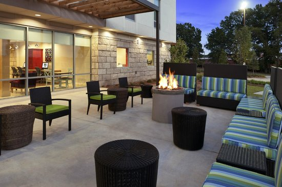 Home2 Suites by Hilton Jackson/Ridgeland: Patio with Fireplace