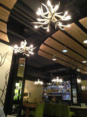 10 Below Restaurant & Lounge: Interior near bar