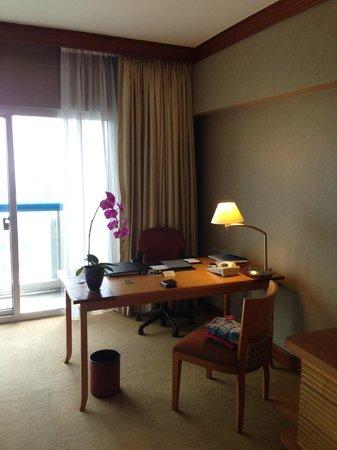 Swissotel The Stamford Singapore : room