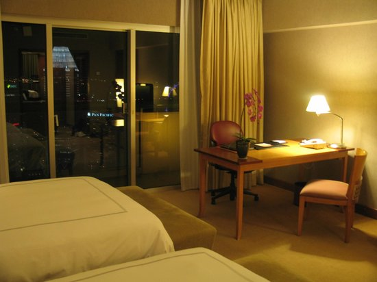Swissotel The Stamford Singapore: room