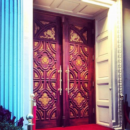 Sanctuary Hotel New York: Enter... The Santuary
