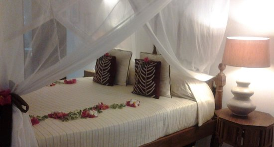 Ras Nungwi Beach Hotel: The extremely confortable bedroom
