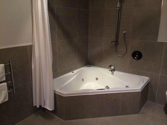 The St James : Corner spa