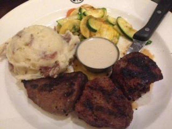 Gordon Biersch Restaurant & Brewery: bistro steak medallions